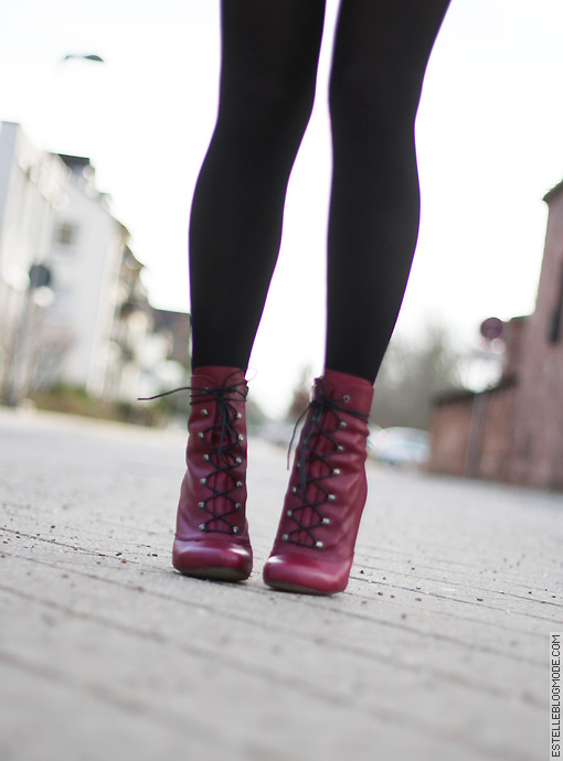 boots red urban outfitters Red equation !