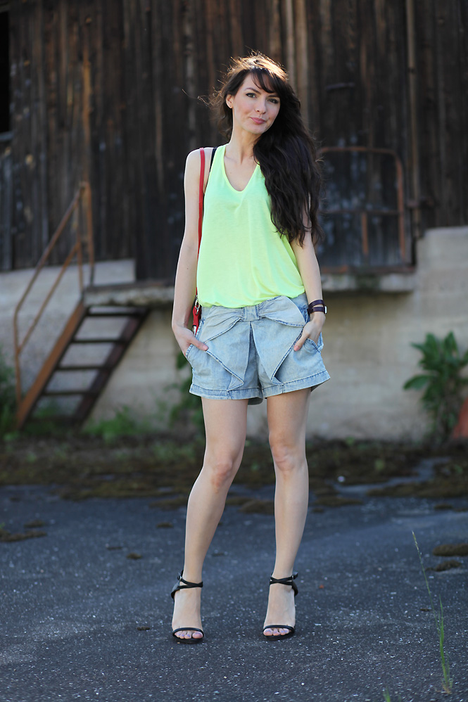 tenue look neon ete Its now or never