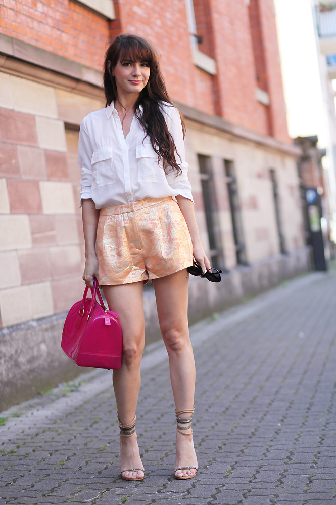 short dore Gold short and white shirt