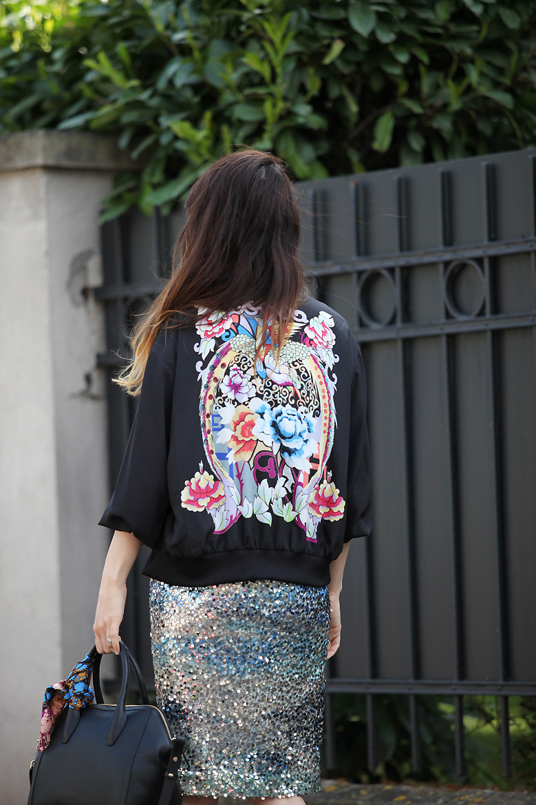 look teddy Street sequins