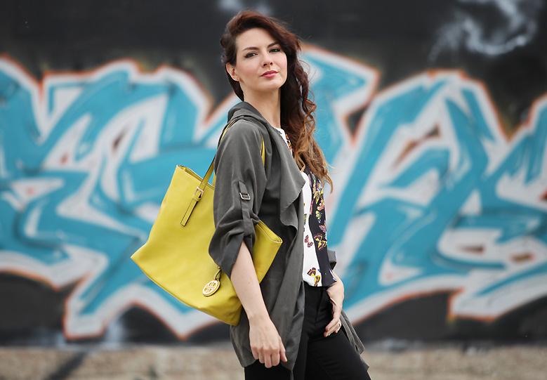 neon_yellow_bag