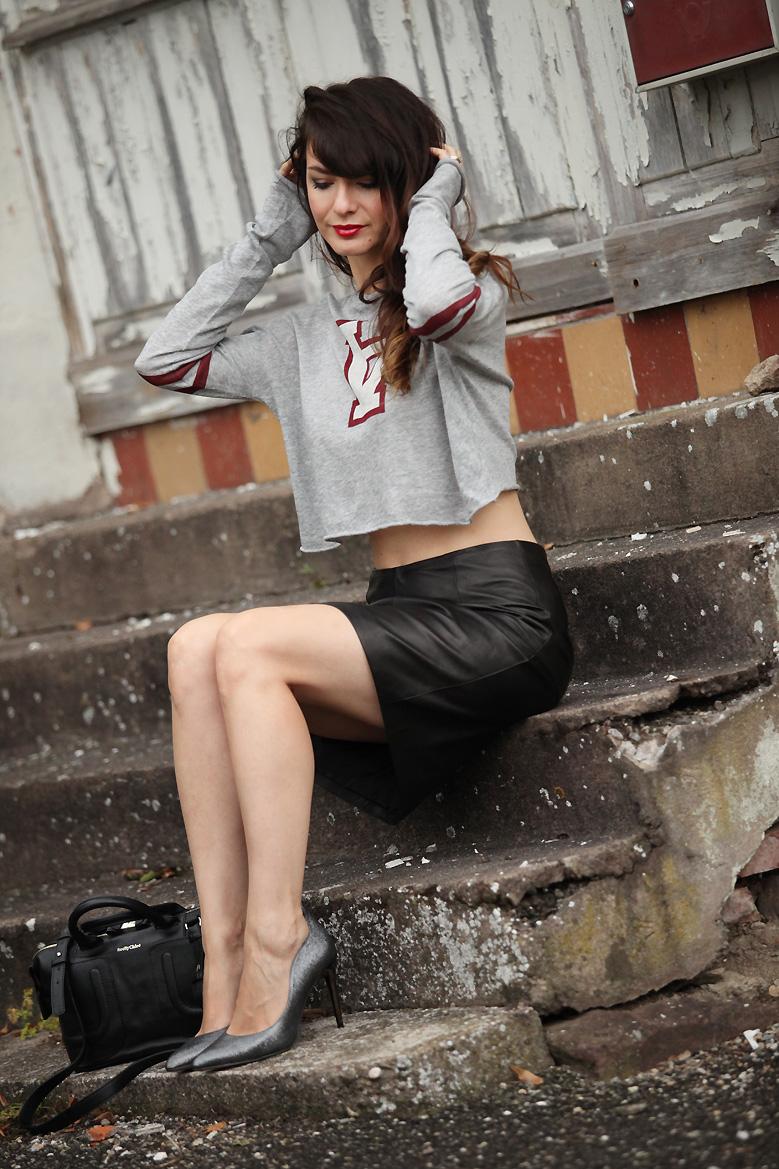 le cas de la jupe en cuir nouvelle saison estelle segura blog mode influenceuse mode et. Black Bedroom Furniture Sets. Home Design Ideas