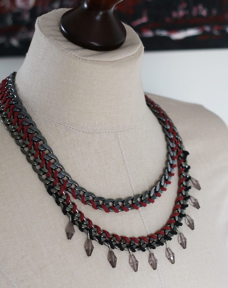 collier_rouge_gris1