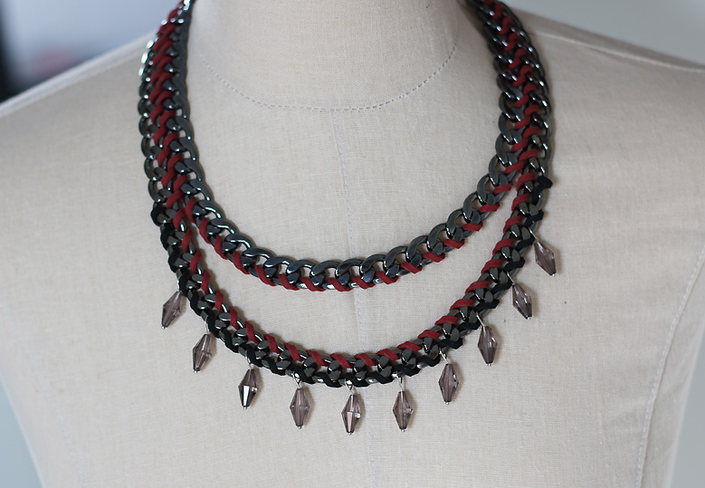 collier_rouge_gris2