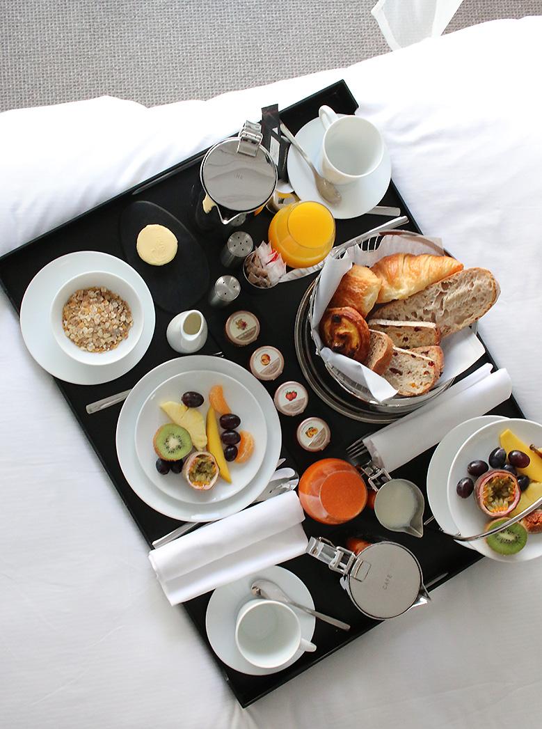 cures-marines-breakfast2