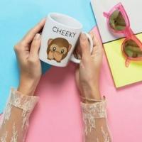 Mug à motif emoji et inscription Cheeky