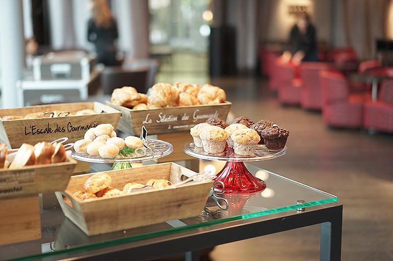 hotel-renaissance-paris-breakfast